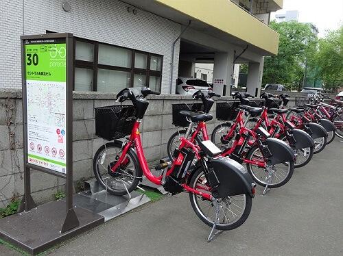 札幌でレンタサイクルに乗って配達する