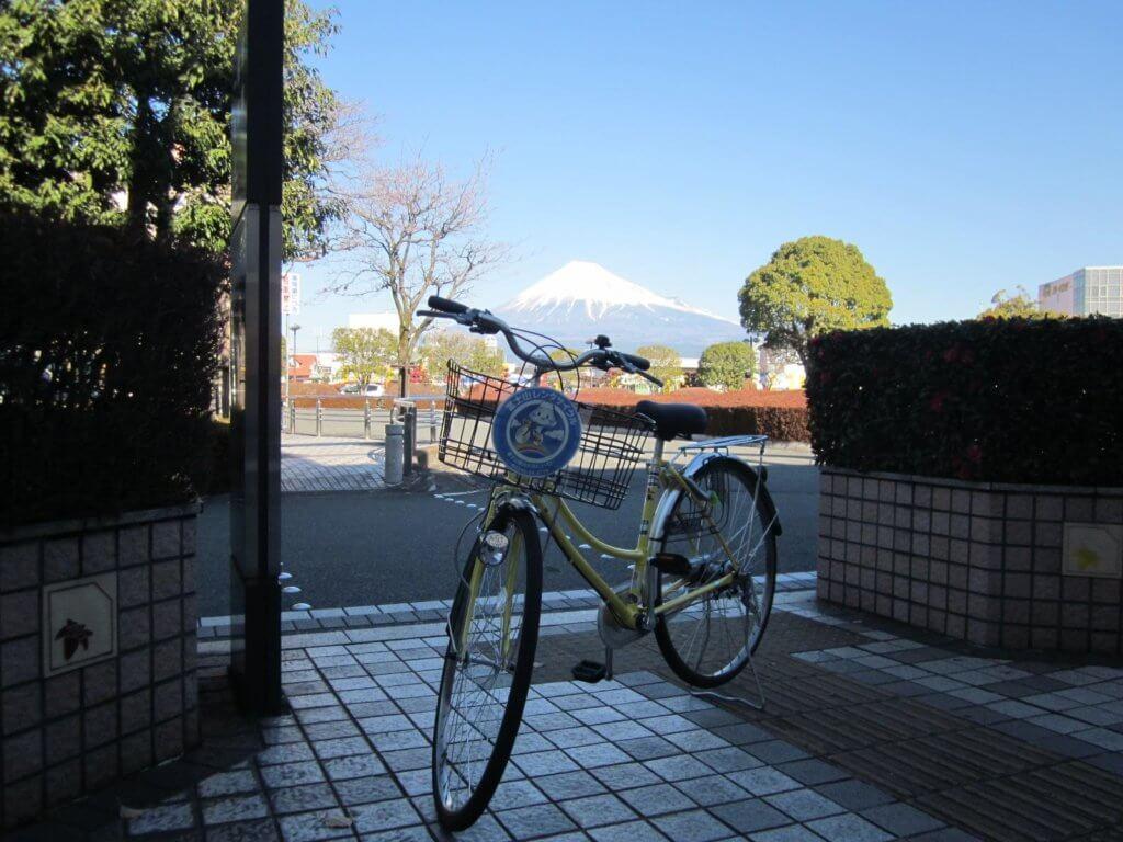 富士市でレンタサイクルに乗って配達する